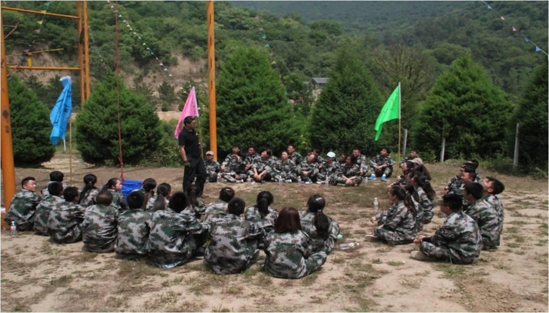 公司组织员工野外拓展训练